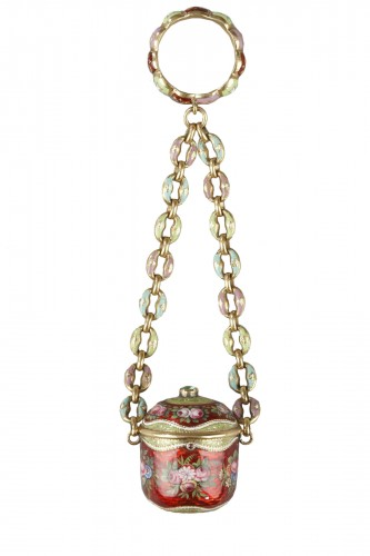 An early 19th century gold and enamel vinaigrette, chain, and ring.