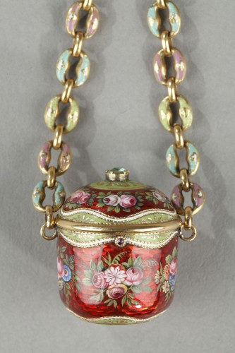 An early 19th century gold and enamel vinaigrette, chain, and ring. - Objects of Vertu Style Restauration - Charles X