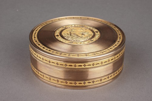 Objects of Vertu  - Large gold candy box 18th Century