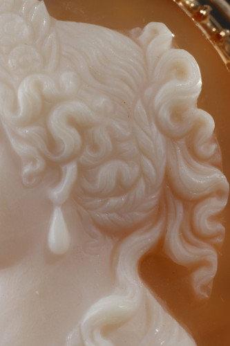 Cameo on orange-pinkagate featuring a young woman looking toward the left. - Napoléon III