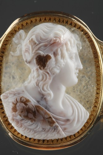 Antique Jewellery  - Cameo on agate, gold mounting