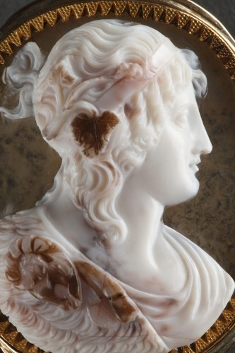 Cameo on agate, gold mounting -