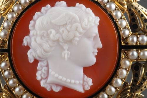Antique Jewellery  - Camée sur agat  Broche or