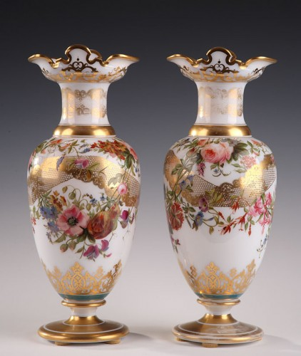 A pair of white opaline - Glass & Crystal Style Louis-Philippe