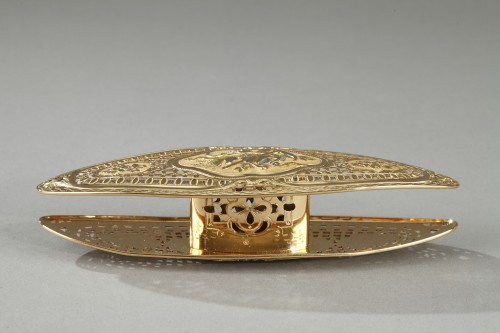 A Louis XV gold knotting shuttle - Objects of Vertu Style Louis XV
