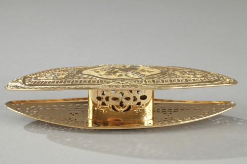 Objects of Vertu  - A Louis XV gold knotting shuttle