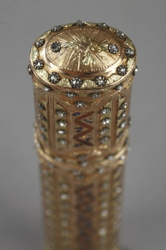 Objects of Vertu  - 18th century gold wax case with diamonds,and enamel