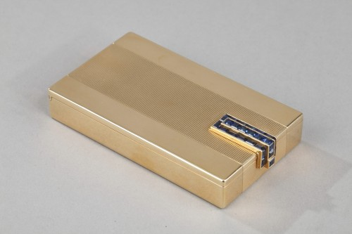 A square gold vanity case box by Cartier -