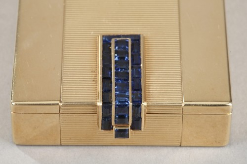 20th century - A square gold vanity case box by Cartier