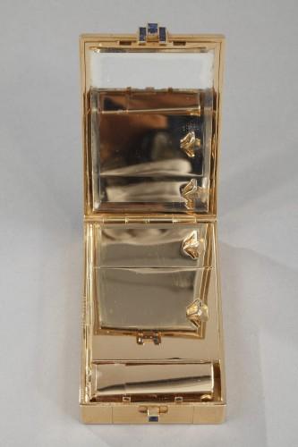 Antiquités - A square gold vanity case box by Cartier