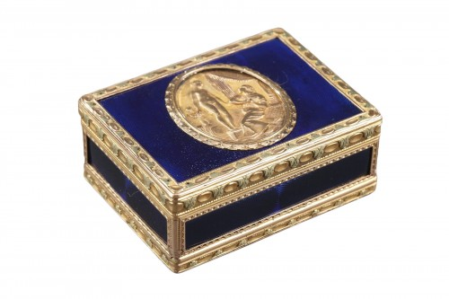 A Louis XV Gold and enamelled toiletries case circa 1771