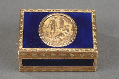A Louis XV Gold and enamelled toiletries case circa 1771 - Objects of Vertu Style Louis XV