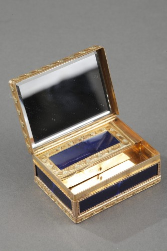 Louis XV - A Louis XV Gold and enamelled toiletries case circa 1771