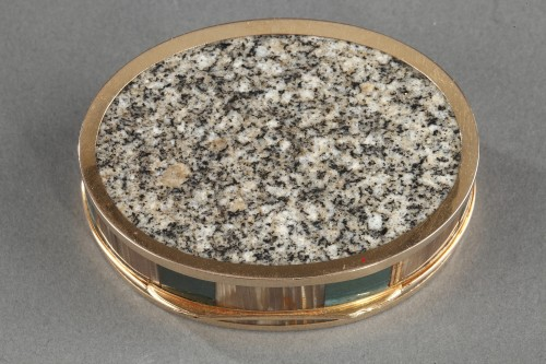 Objects of Vertu  - A gold mounted agate and hard stone snuff-box circa 1790