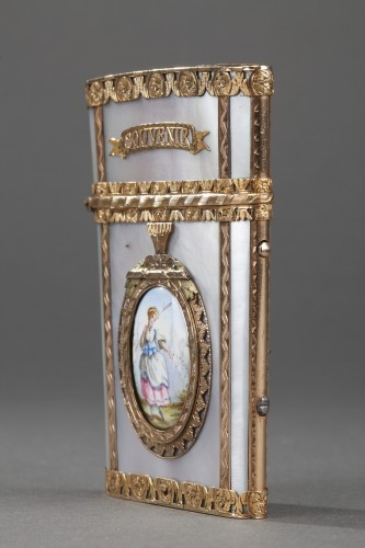 Objects of Vertu  - Tablet case in gold with enamel, mother-of-pearl and ivory. 19th Century