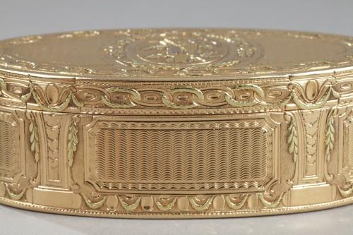Antiquités - Louis XVI Gold snuff box. 1780.
