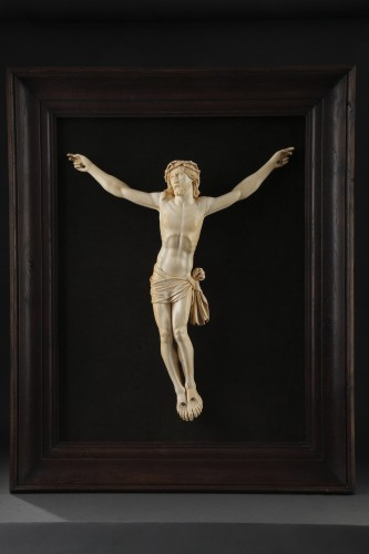 A 18th century carved ivory figure of the crucified christ  - Religious Antiques Style Louis XVI