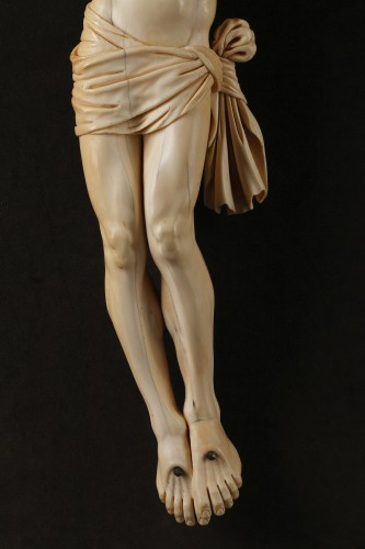 18th century - A 18th century carved ivory figure of the crucified christ