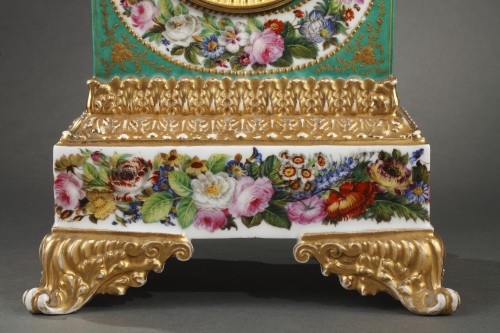 Mid-19th century French mantle clock in porcelaine.  - Horology Style Restauration - Charles X
