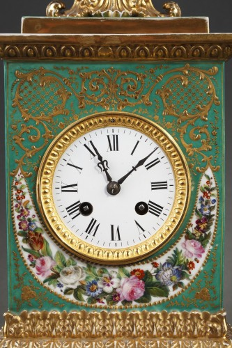 Horology  - Mid-19th century French mantle clock in porcelaine.