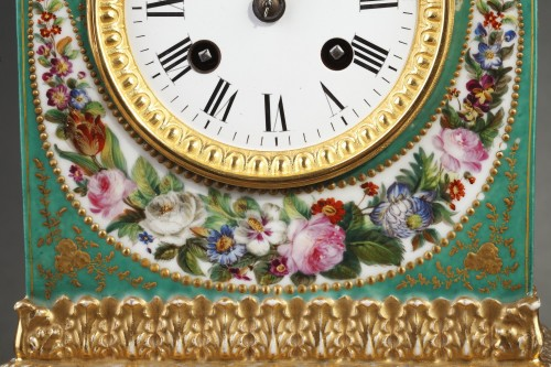 Mid-19th century French mantle clock in porcelaine.  -