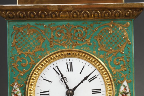 19th century - Mid-19th century French mantle clock in porcelaine.
