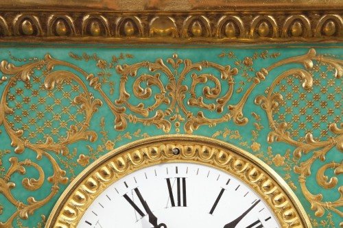 Mid-19th century French mantle clock in porcelaine.  - Restauration - Charles X