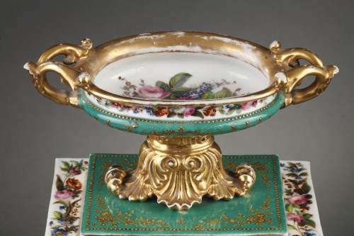 Restauration - Charles X - Mid-19th century French mantle clock in porcelaine.