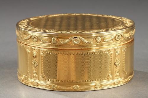 18th century - Louis XV important gold secret box.