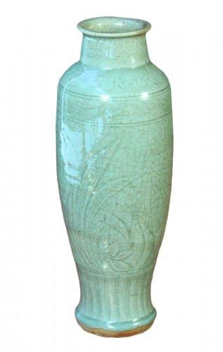 Stoneware celadon green crackle Vase, Ming period
