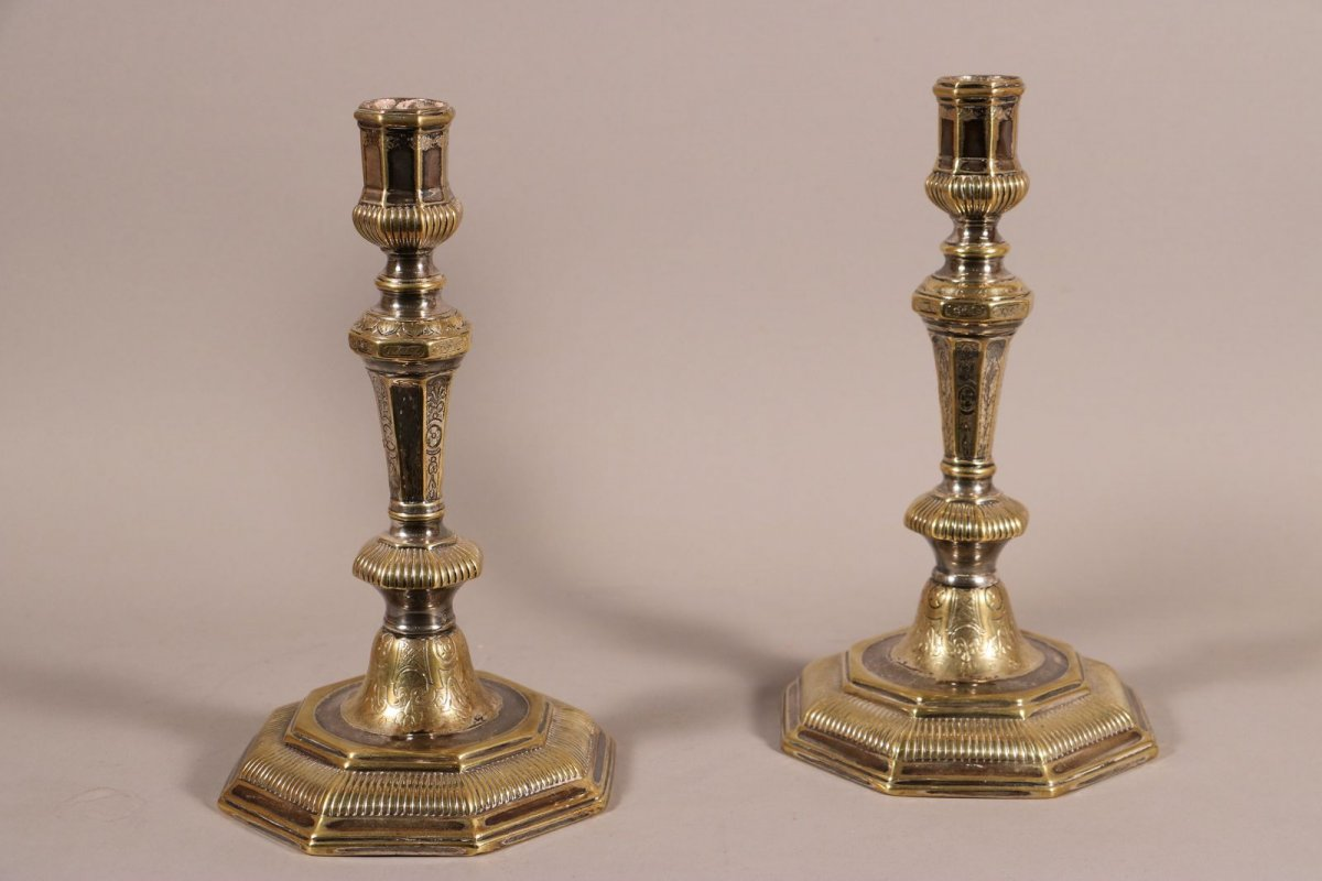 Paire de flambeaux d'époque Louis XIV, métal argenté et ...