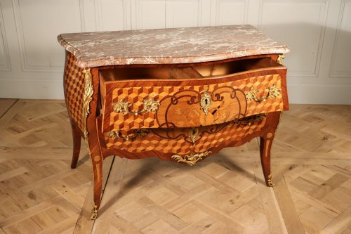 Louis XV - Commode galbée époque Louis XV, Est de la France