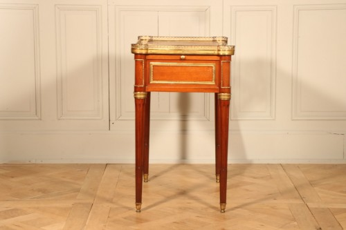 18th century - Small Desk With Mechanism Stamped By Georges Kintz