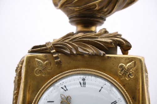"Louis XVI - Clock in gilded bronze and chiseled with the ""palm of memory"""