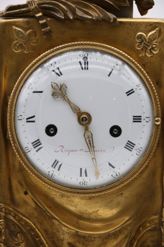 "Antiquités - Clock in gilded bronze and chiseled with the ""palm of memory"""
