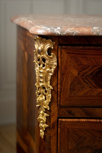 Commode ordered by Louis XV for the Château de la Muette delivered by Joubert -