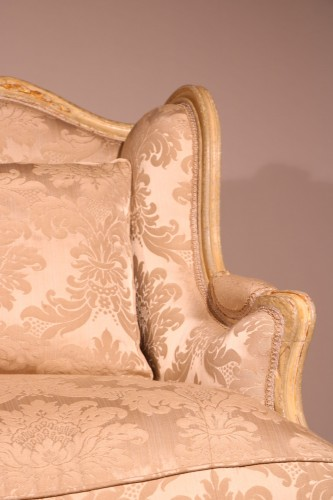 "A french Louis XV Lacquered and gilded ""Canapé à oreille"" - Seating Style Louis XV"