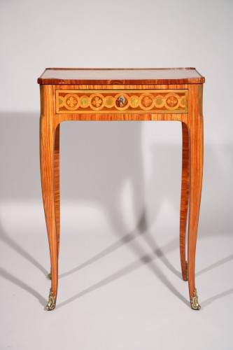 Small inlaid table stamped Nicolas Petit - Furniture Style Transition