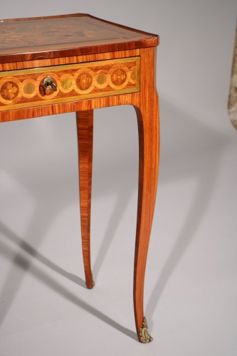 Small inlaid table stamped Nicolas Petit - Transition