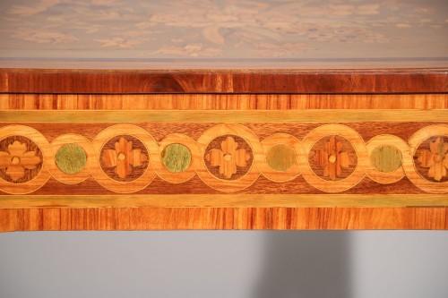 Antiquités - Small inlaid table stamped Nicolas Petit
