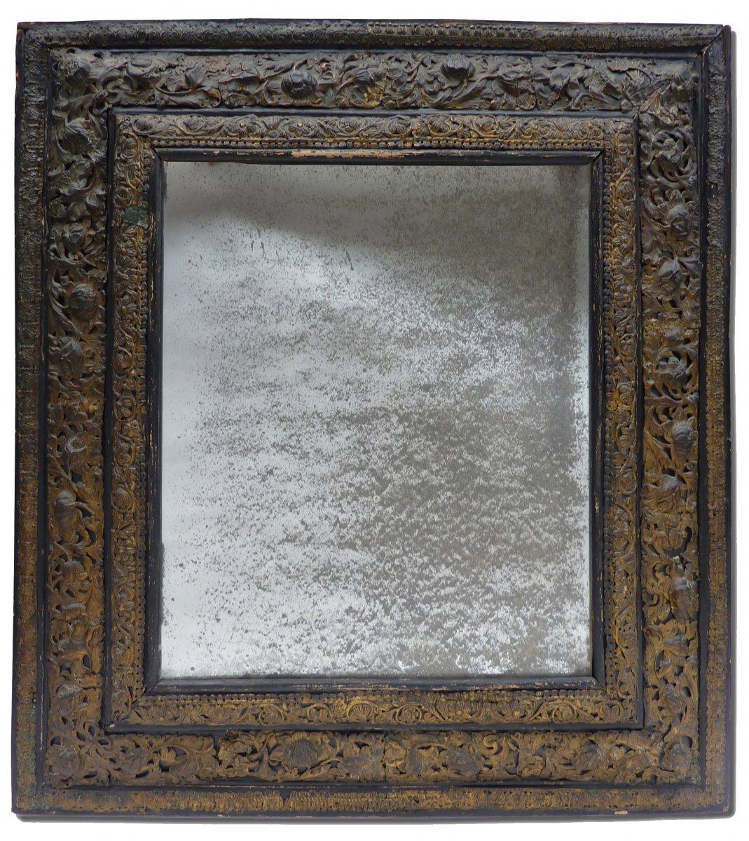 Miroir d 39 poque louis xiv orn de plaques en laiton for Miroir louis xiv
