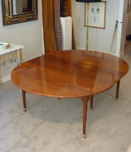 A Louis XVI solid mahogany extending dining table - Louis XVI