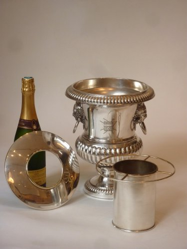 Louis-Philippe - A pair of silver-plate urn-form wine coolers circa 1830