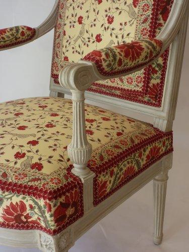 18th century - A pair of large Louis XVI fauteuils à la reine