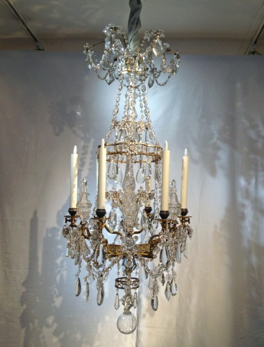 19th century - A French gilt bronze and crystal six light chandelier, circa 1850