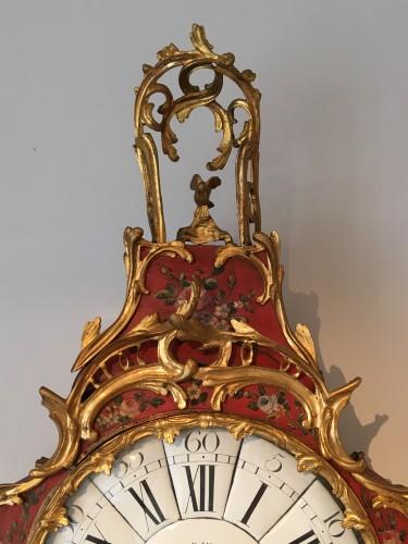 Louis XV - A Louis XV ormolu mounted vernis européen cartel clock