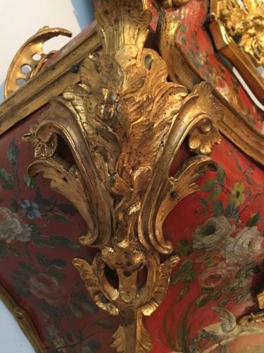 Antiquités - A Louis XV ormolu mounted vernis européen cartel clock