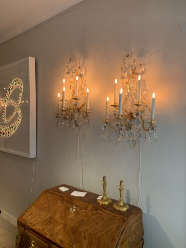 20th century - A pair of gilded and glass wall-lights - Maison Baguès