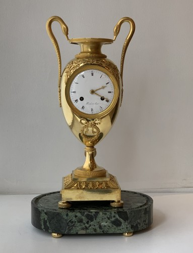A gilt-bronze mantel clock, Empire, early 19th century - Empire