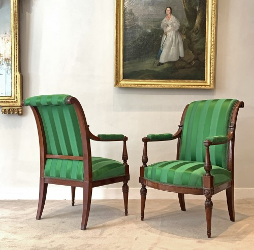 Antiquités - A pair of mahogany Directoire armchairs in the Etruscan style